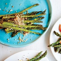 Asparagus with lemon-Parmesan breadcrumbs