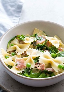 Bowtie pasta with peas, prosciutto, and arugula