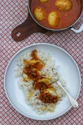 Caramelised onion, coconut & eggcurry