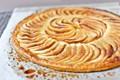 Caramelized apple tarte fine (Tarte fine caramélisée aux pommes)