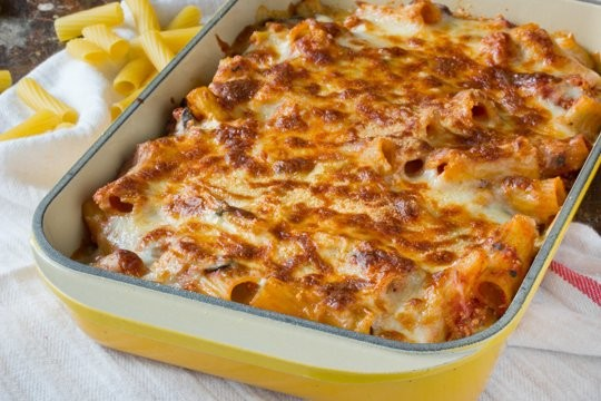 "Cheesy ""baked"" spinach & mozzarella rigatoni"