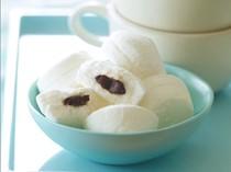 Chocolate-filled vanilla marshmallows