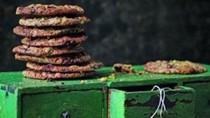 Clove, cinnamon and chocolate cookies