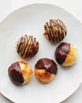 Coconut-chocolate macaroons