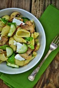 Conchiglioni pasta salad with mushrooms and goats' cheese