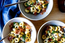 Crispy tortellini with peas and prosciutto