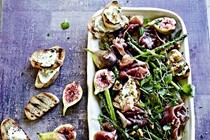 Fig, watercress and asparagus salad with goat's cheese toasts