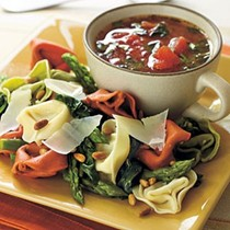 Fresh vegetable and tortelloni pasta salad