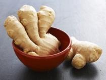 Ginger chile paste (Adrak hara mirch ka lep)