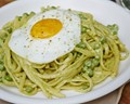 Go-green carbonara with peas