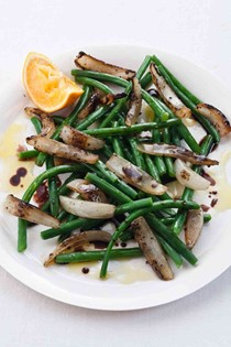 Green beans with charred onions