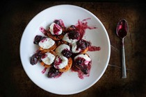 Grilled apricots with Greek yogurt and blueberry-blackberry mash