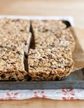 Hazelnut-cocoa granola bars with dried figs