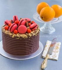 Jaffa layer cake with macarons