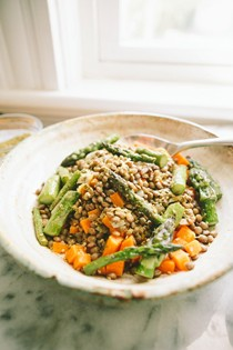 Lemony lentils with asparagus and za'atar