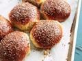 Mexican sesame seed sandwich buns (Cemitas)