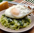 Pasta with asparagus and an egg