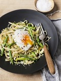 Pasta with poached egg & asparagus