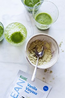 Pineapple and kale smoothie for Kashi