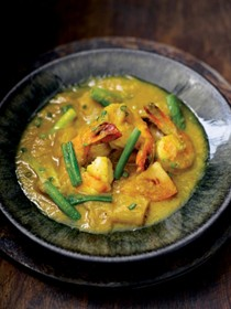 Prawn and pineapple curry (Udang masak)