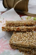 Quinoa-flax-hemp granola bars with walnuts & apricots