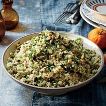 Quinoa salad with pistachios and currants