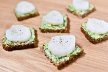 Raw scallop crostini, pumpernickel and herbed butter