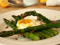 Roasted asparagus with fried prosciutto and poached egg