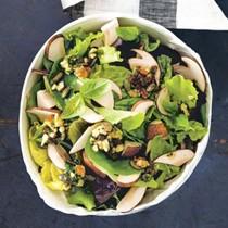 Salad with mushrooms and nuts (Insalata con funghi e frutta secca)