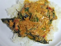 Salmon in curry sauce (kary trey salmon)