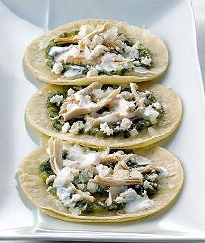 Soft fried tortillas with tomatillo salsa and chicken (Chalupas ...