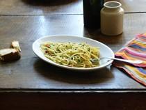 Spaghetti with olive oil, garlic, and chilli (Spaghetti aglio, olio e peperoncino)