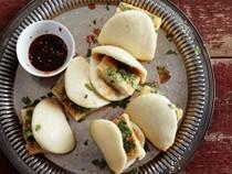 Spicy-sweet fried tofu buns (Dou fu gua bao)
