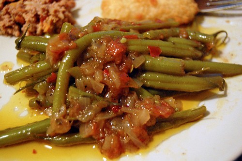 Stewed green beans with tomato