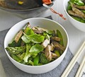 Stir-fry green curry beef with asparagus & sugar snaps