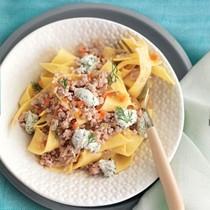 Stracci with chicken ragù and ricotta (Stracci con pollo, ricotta e finocchietto)