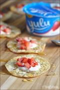 Sugared wonton crackers with yogurt and honey