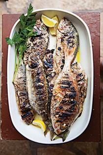 Whole grilled fish with lemon (Riba na rostilju)
