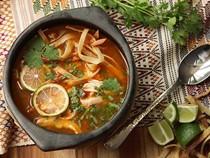 Yucatán-style lime soup (Sopa de lima)